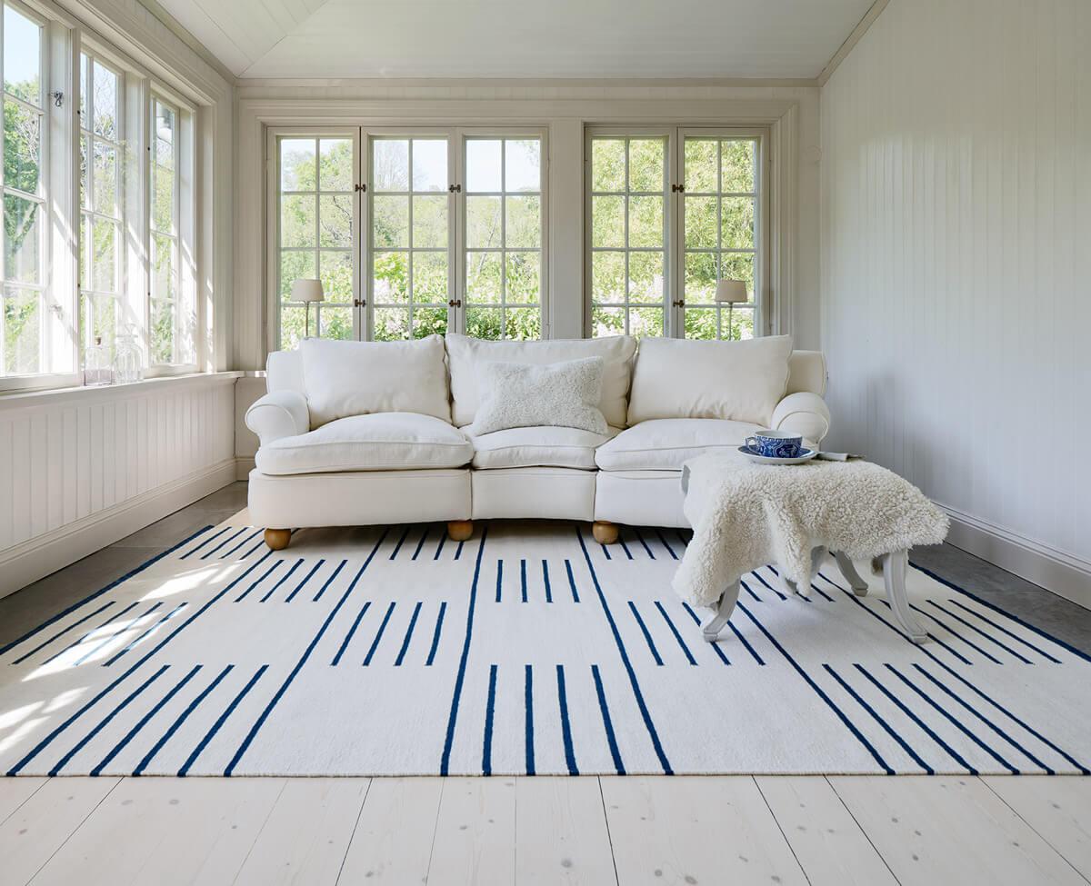 Flatweave rug Classic in color cream displayed in a beautiful archipelago home.