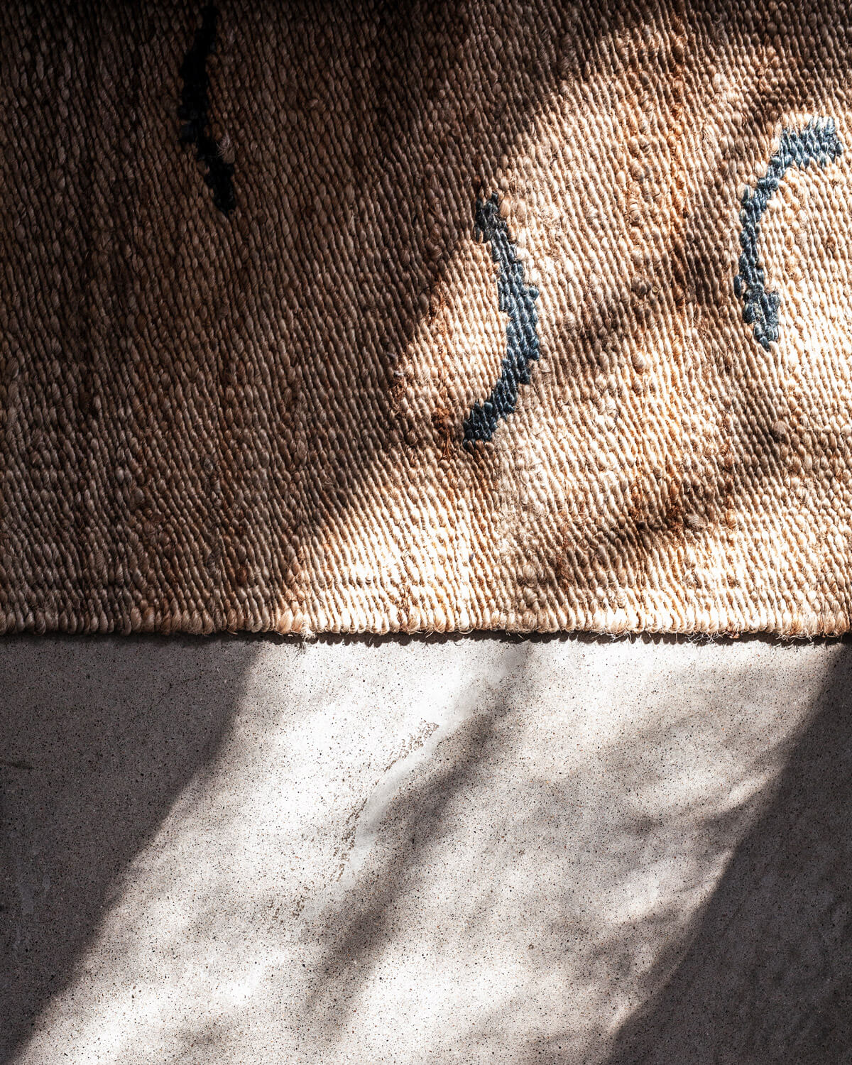 Sunny close up of Jute in Wave Teal.
