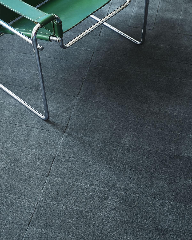 Close up of plush rug Lux 2 in color Petroleum.