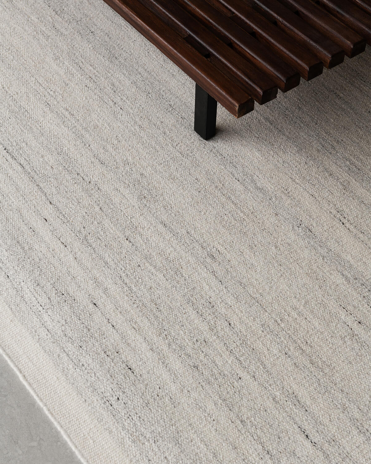 Close up of Zero in Cream Mix, showing of the color and texture of the rug.