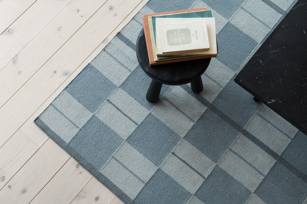 Close up of flatweave rug Båstad in color Blue.