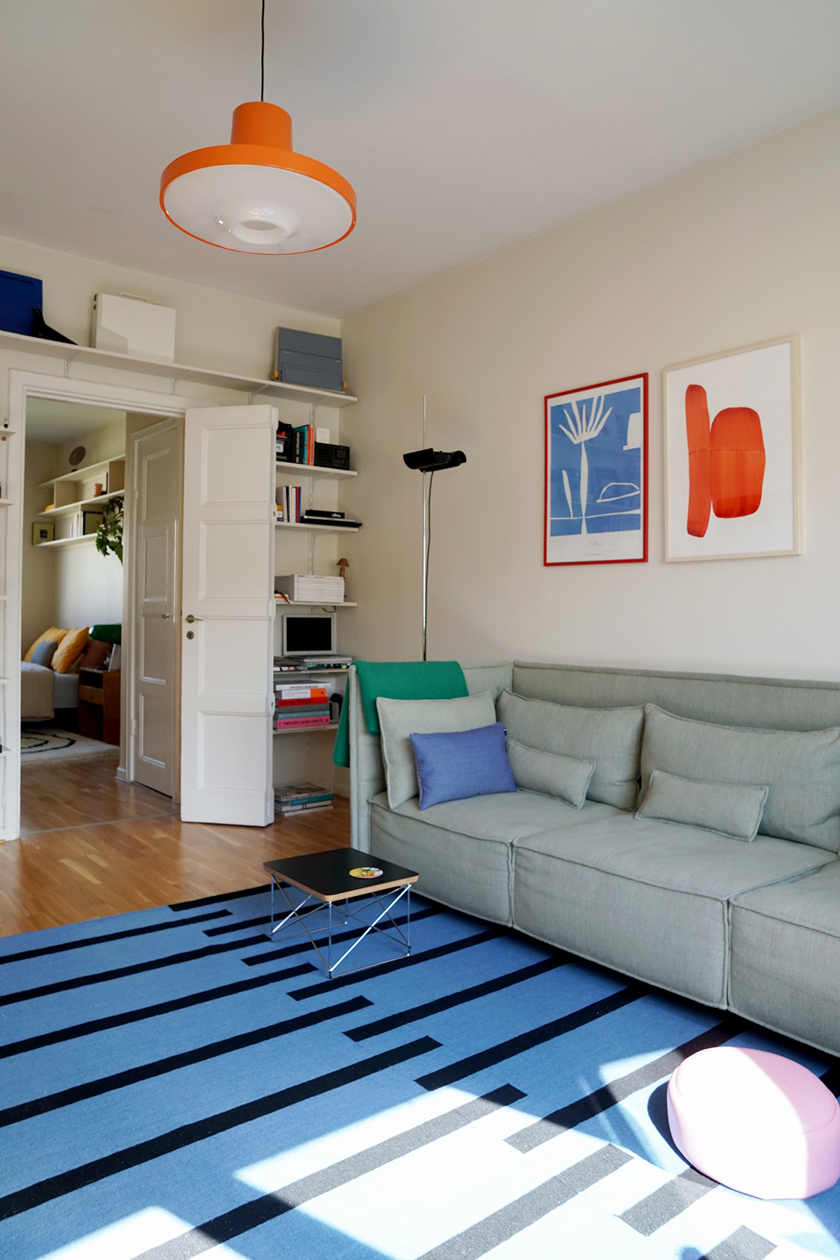 The Tiger rug in Blue and Black in a bright and playful apartment.