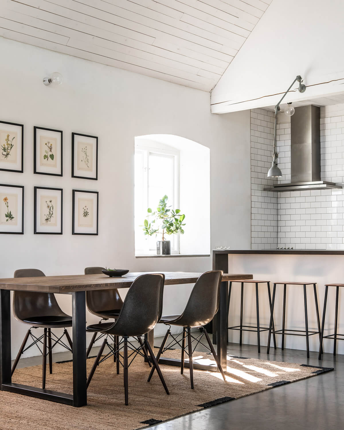 Jute Egde in Black shown in a sunny contemporary barn house kitchen.
