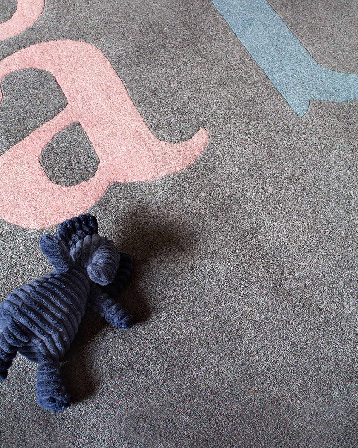 Close up of plush rug ÅBC in color Gray.