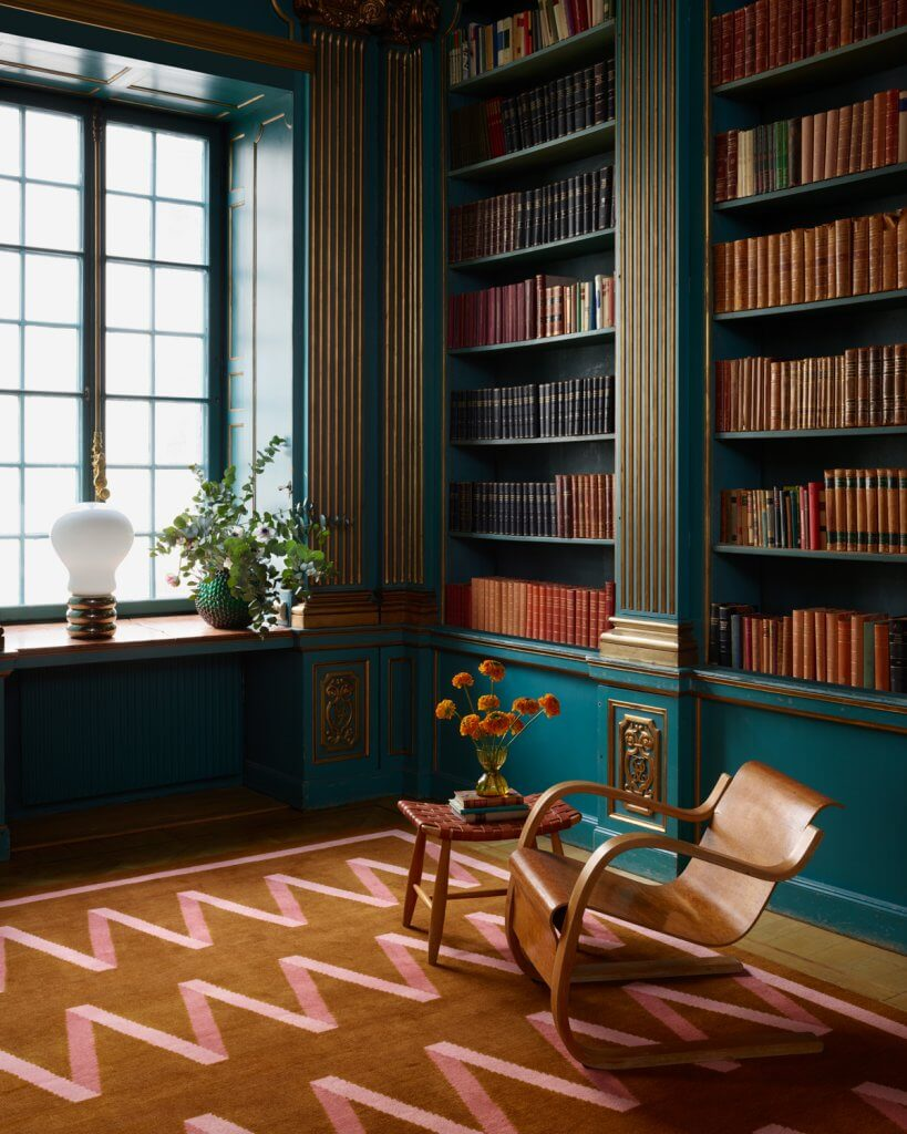 Folding Ribbon rug in a gustavian library